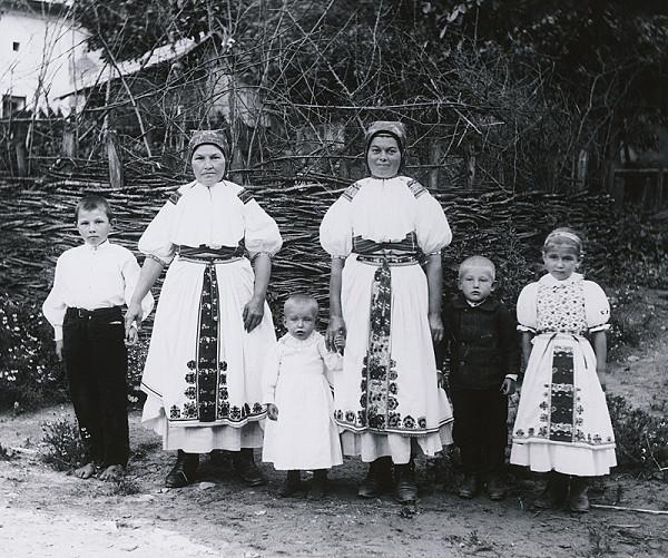 Pavol Socháň – Ženy s deťmi-Bošáca