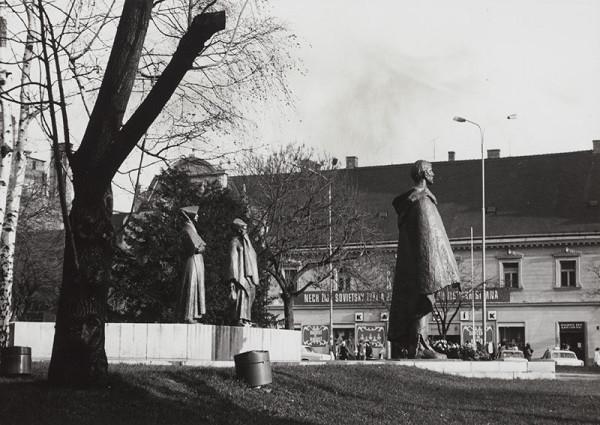Rajmund Müller – Pamätník SNP v Bratislave. Celkový pohľad.