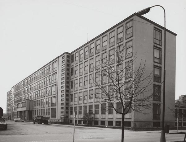 Rajmund Müller – Farmaceutická fakulta v Bratislave. Celkový pohľad.