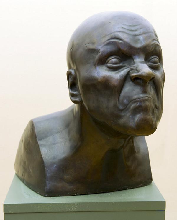 František Xaver Messerschmidt – Charakterová hlava č. 31 - Vôňa, ktorá dráždi kýchať