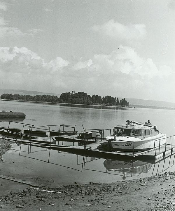 Stanislav Bodorík – Loď Marína so Slanickým ostrovom v pozadí