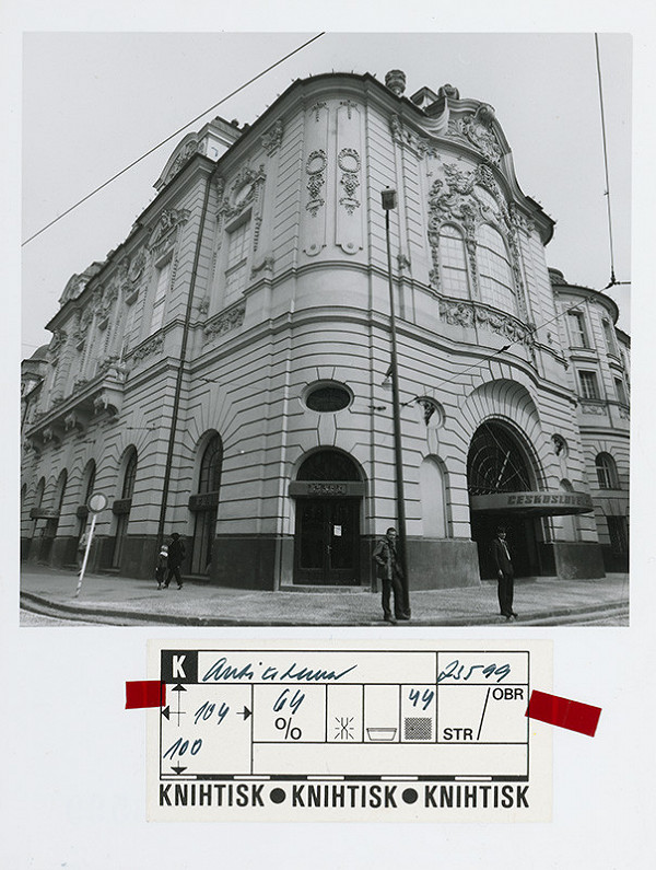 Rastislav Janák, Ivan Petelen – Československé aerolínie v budove reduty v Bratislave. Pohľad na exteriér nárožia budovy.