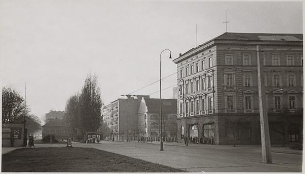 Neznámy autor - Pohľad na Esterházyho palác a bočné krídlo vodných kasární  v Bratislave. 1b561e37369