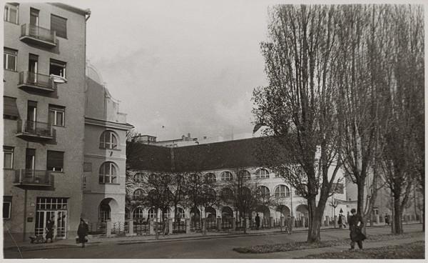 Neznámy autor - Pohľad na budovu Vodných kasární v Bratislave.