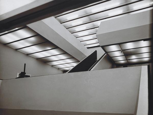 Vladimír Dedeček, Neznámy autor – Rekonštrukcia a dostavba Slovenskej národnej galérie v Bratislave. Pohľad do výstavných priestorov (premostenia).