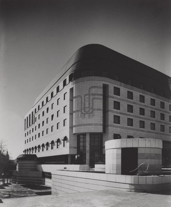 Rajmund Müller – Hotel Fórum v Bratislave. Exteriér.