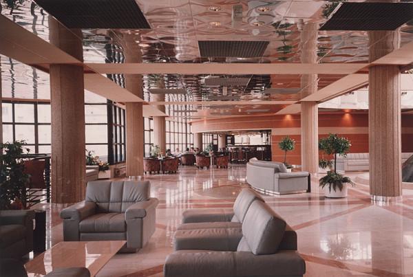 Rajmund Müller – Hotel Fórum v Bratislave. Vstupná hala.