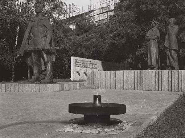 Rajmund Müller – Pamätník SNP v Bratislave. Detailný pohľad.