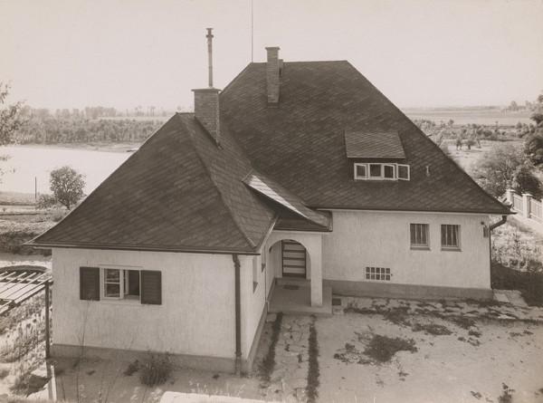Andrej Szőnyi – Fotografie realizovaných stavieb. Alexyho vila v Piešťanoch. Pohľad zhora.