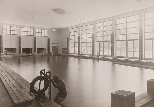 Andrej Szőnyi – Fotografie realizovaných stavieb. Kúpalisko Eva v Piešťanoch. Krytý bazén v hlavnej budove.