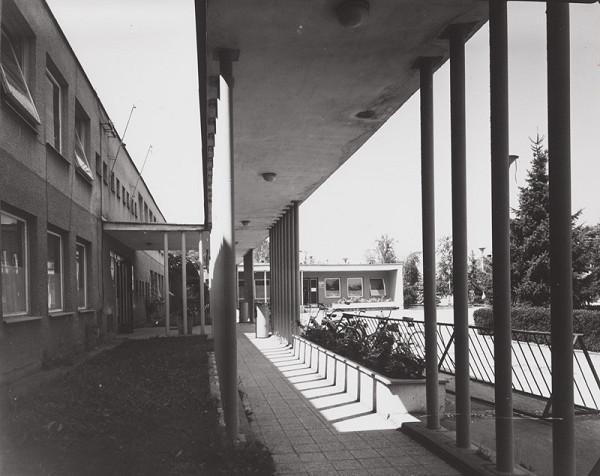 Rajmund Müller – Oblastné zdravotné stredisko v Gabčíkove. Exteriér.