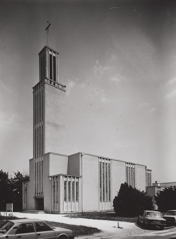 Rajmund Müller – R. k. kostol v Partizánskom. Celkový pohľad.
