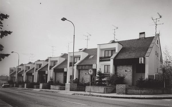 Rajmund Müller – Rodinné domy na Hanulovej ulici v Nitre. Celkový pohľad.