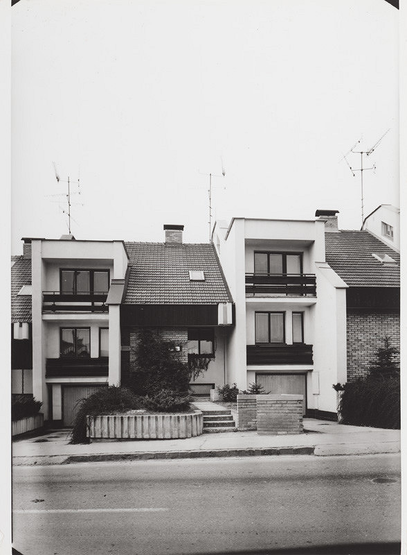 Rajmund Müller – Rodinné domy na Hanulovej ulici v Nitre. Exteriér.
