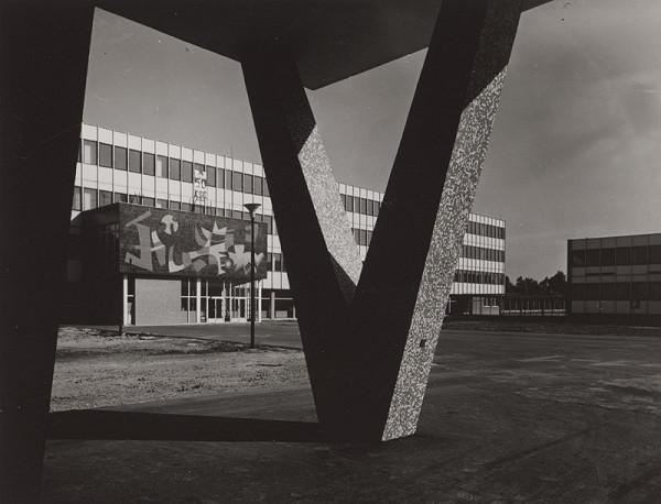 Rajmund Müller – Neznáma budova. Exteriér.