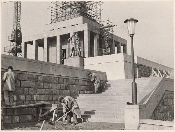 Ján Svetlík – Pamätník sovietskej armády na Slavíne v Bratislave. Výstavba.