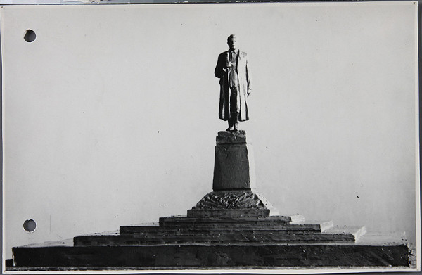 Ladislav Beisetzer, Ladislav Snopek, Neznámy autor - Súťaž na pomník Stalina vo Zvolene. Model (čelný pohľad).