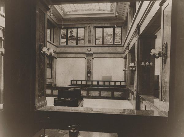 Milan Michal Harminc – Tatra banka v Bratislave. Pohľad do zasklennej dvorany.