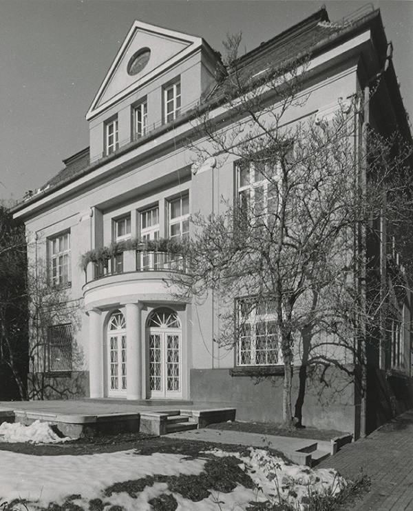 Milan Michal Harminc – Dom rodiny Lackovej v Liptovskom Mikuláši/Fábryho vila v Bratislave.