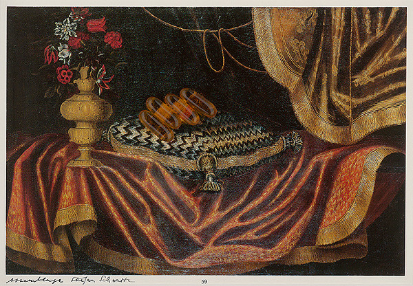 Štefan Schwartz – Studio of Francesco Fieravino, A still of flowers in an elaborately moudled gilt vase beside a terier seated on a brocade cushion on a table draped with a red gold brocade curtain beneath a green and gold brocade curtain // Aus dem Schatzkammer der Pharma