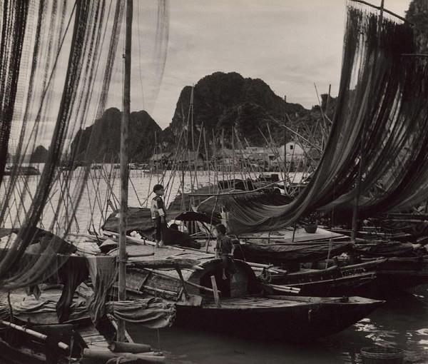 Ján Cifra – Vietnam. Tri bárky odpočívajú