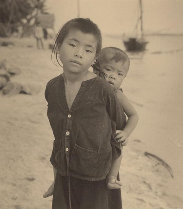 Ján Cifra - Vietnam - portréty. Pestúnka
