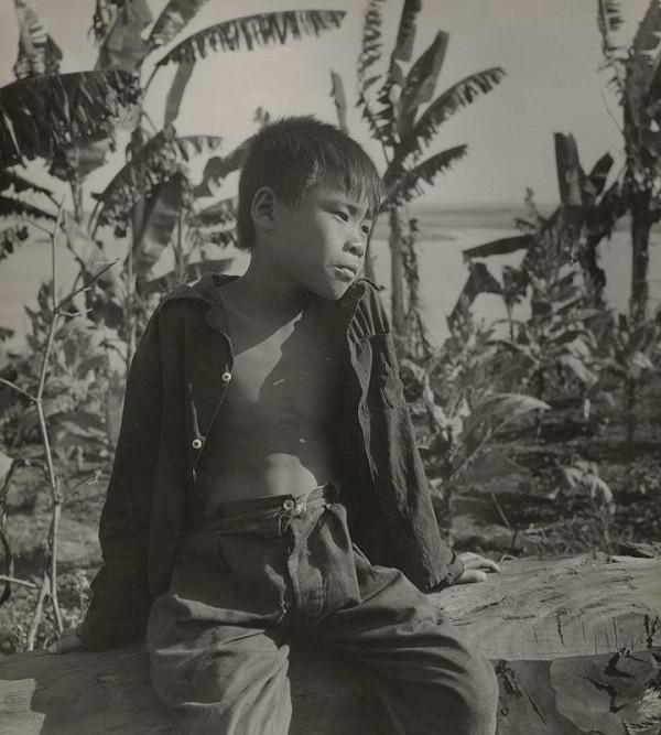 Ján Cifra – Vietnam - portréty. Sediaci chlapec (Sen)