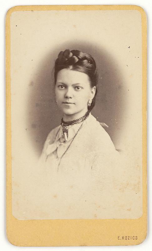 Eduard Kozič – Dievčenský portrét v ovále
