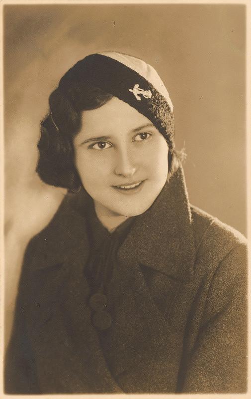 Mária Straková - Portrét dievčaťa