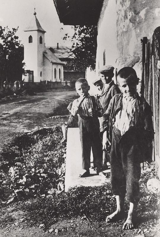 Irena Blühová – Deti. Bez topánok