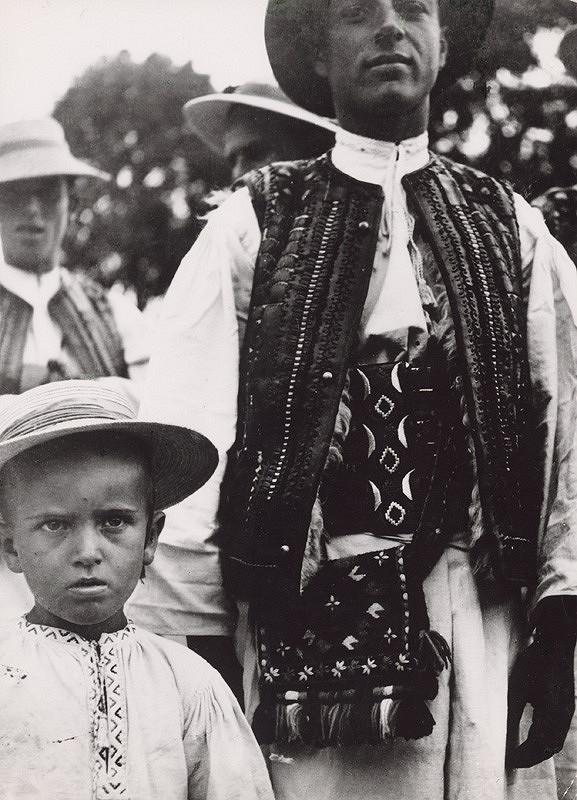 Irena Blühová – Mužský kroj z Podkarpatskej Rusi
