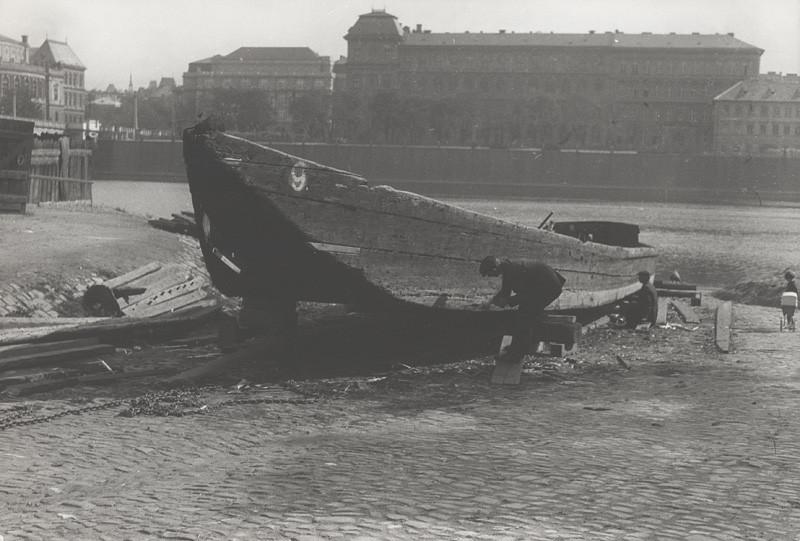 Ladislav Kožehuba – Oprava člnu 2., 1927, Slovenská národná galéria