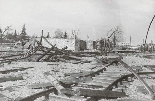 Pavol Poljak - Bratislava. Rafinéria Apollo a prístav po bombardovaní IV.