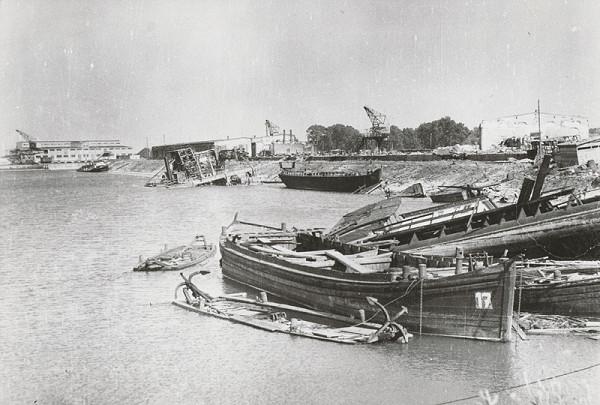 Pavol Poljak - Bratislava. Prístav roku 1945