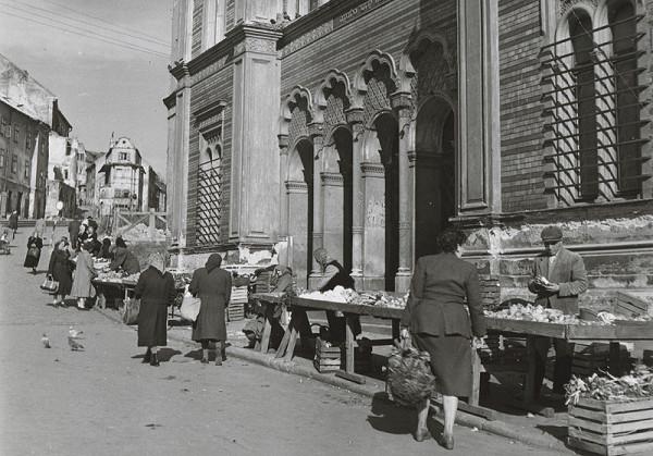 Pavol Poljak - Bratislava. Trh pred židovskou synagógou