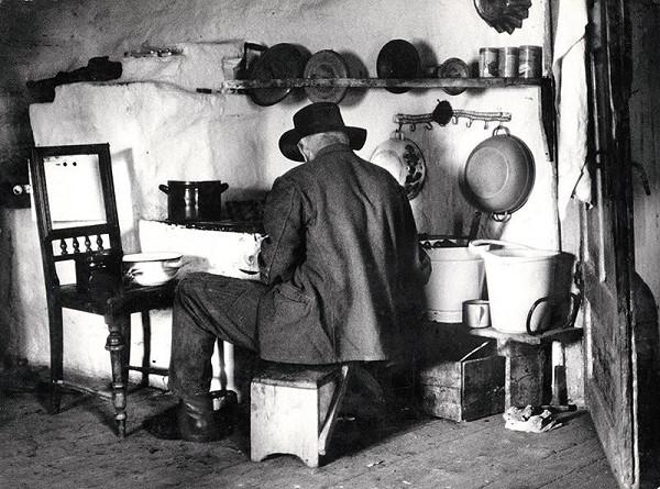 Martin Martinček - Od toho dňa sa starala o neho, pomáhala mu ďalej žiť a o dva tri týždne sa s jej pomocou prebral natoľko, že si začal sám variť