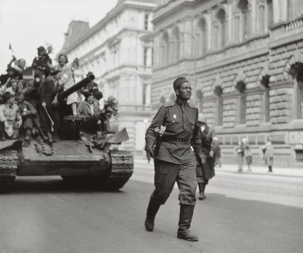Tibor Honty – 9. květen 1945. Osvobození. Vítání R. A.