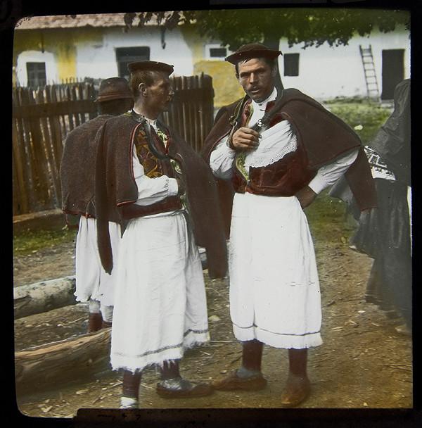 Karel Dvořák - Dva muži v krojích