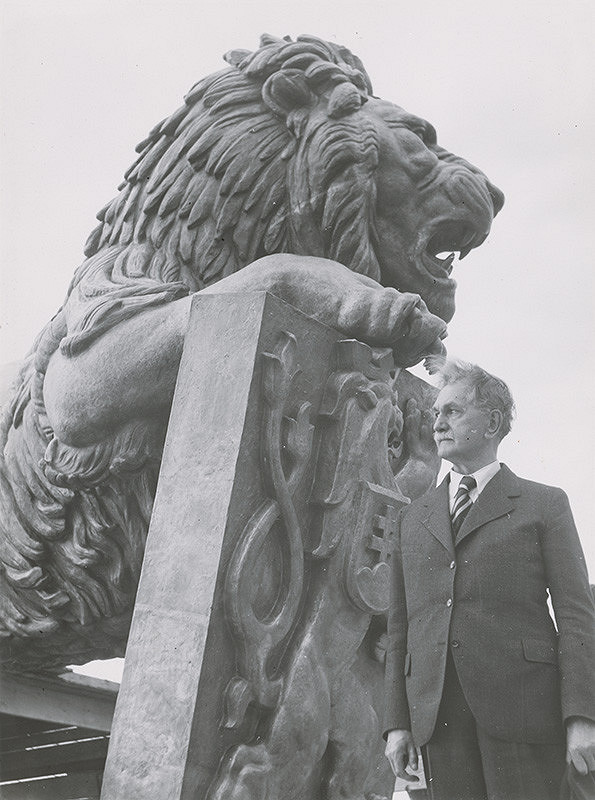 Viliam Malík – Pomník Milana Rastislava Štefánika V.