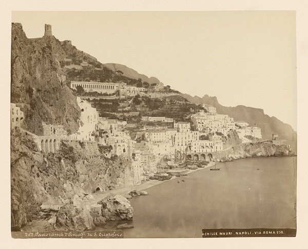 Achille Mauri - Amalfi. Panoráma pobrežia Amalfi zo S. Christoforo