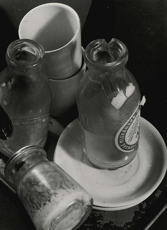 Miloš Dohnány – Kompozícia sfľašami mlieka