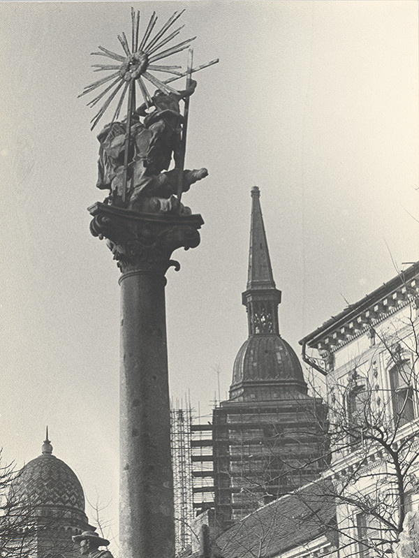 Pavol Breier st. - Bez názvu (Bratislava. Sochy vo vrchole Sv. Trojice na Rybnom námestí)