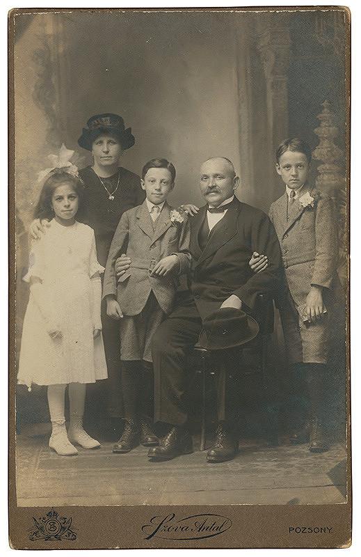 Antal Szova – Rodinný portrét