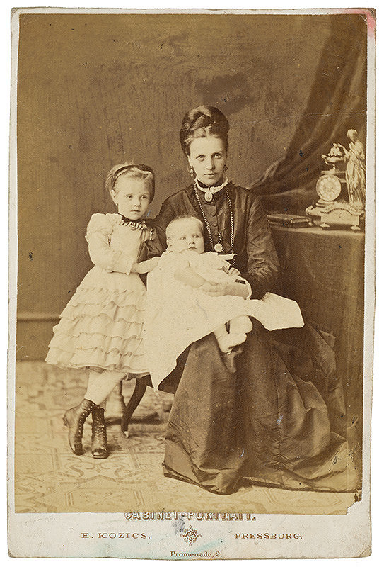 Eduard Kozič – Portrét matky s deťmi