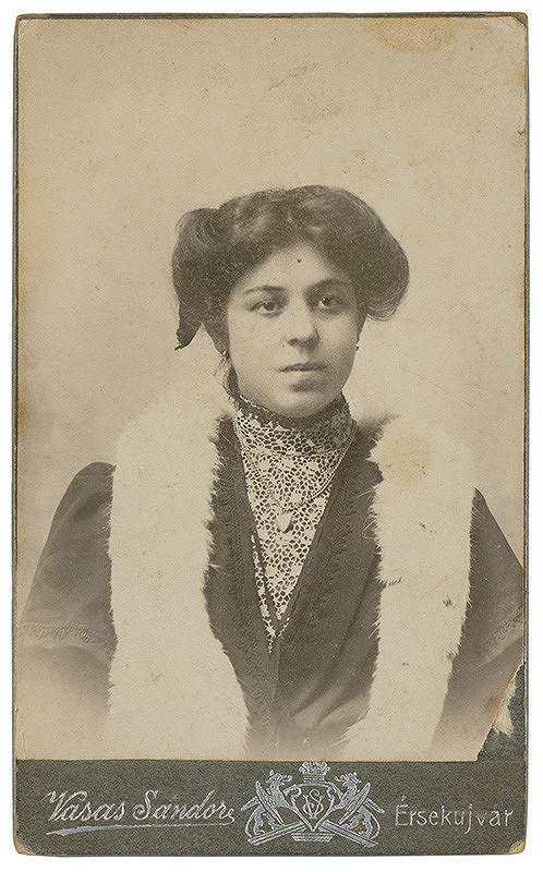 Sándor Vasas - Portrét ženy s kožušinou