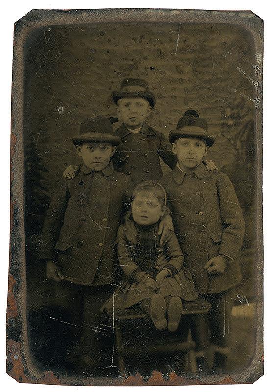 Neznámy autor – Skupinový portrét detí