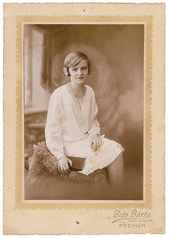 Foto-ateliér Boža Bárta – Portrét mladého dievčaťa