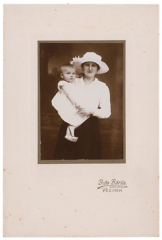 Foto-ateliér Boža Bárta – Portrét ženy s dieťaťom