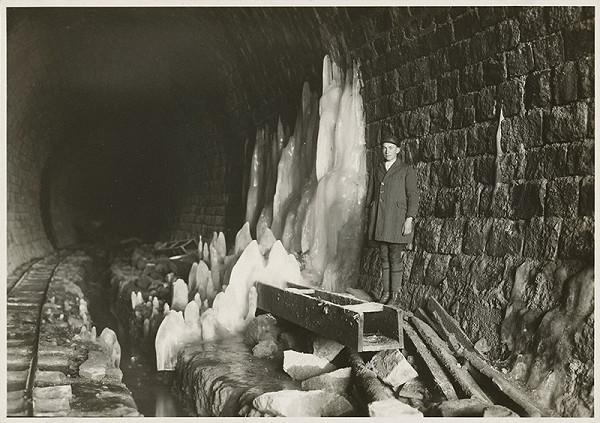 Ateliér Bruner - Dvořák - V ľadovej jaskyni