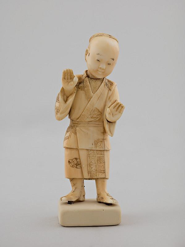 Japonský autor – Okimono - Stojaci muž v kimone